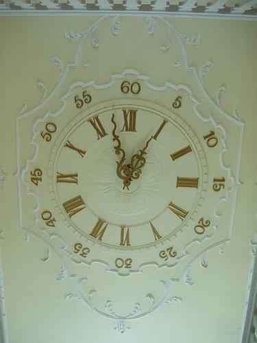 201009190094_ceiling-clock
