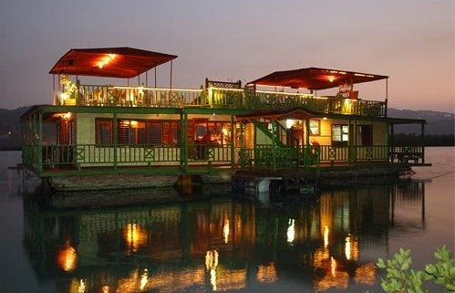 The Houseboat Grill Jamaica