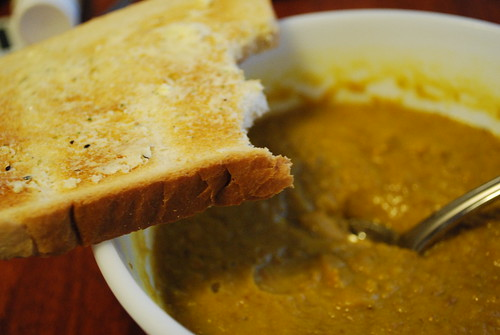 garlic toast + curry lentil soup