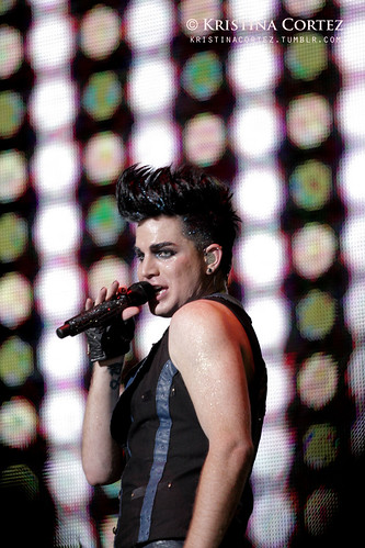 Adam Lambert at 2010 F1 Singapore GP (3/6)