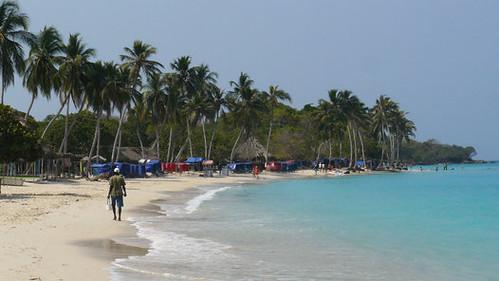 Caminando en la playa de Cartagena-Colombia
