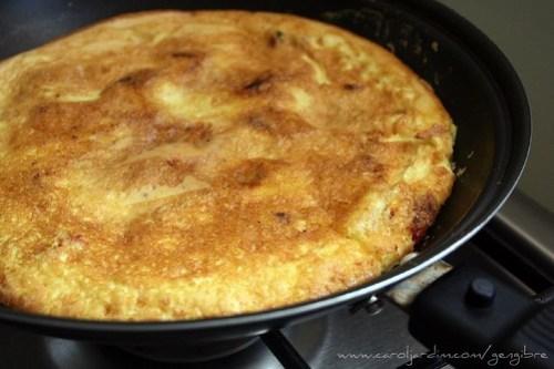 111. Omelete de tomate-seco com gorgonzola