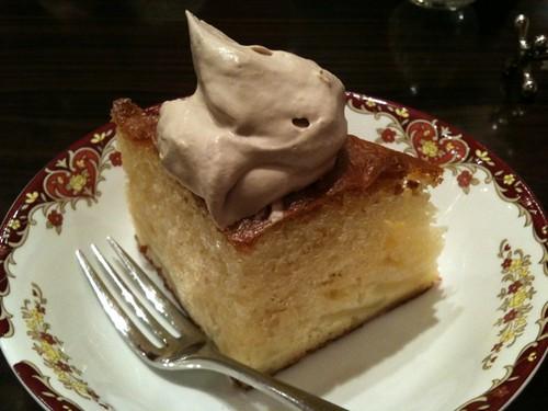 デザートはアップルのシフォンケーキ。