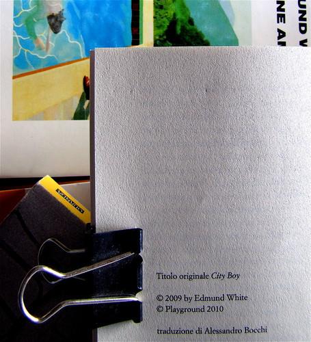 Edmund White, Ragazzo di città, Playground 2010, Graphic Designer: Federico Borghi , alla cop.: [ritr. fotog. b/n di E. W., © e anno non indicati] pagina del colophon (part.), 2