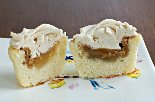 CupcakesOMG!: Caramel Apple Cupcakes--Fall's New Cupcake Trend