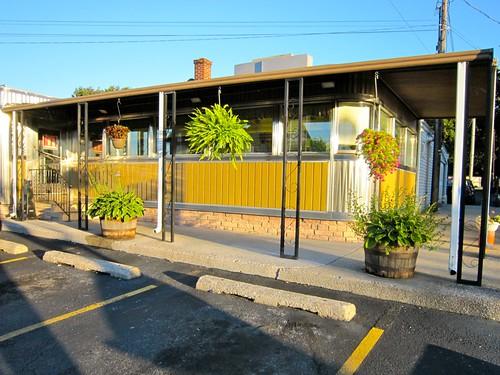 Mel's Diner Exterior