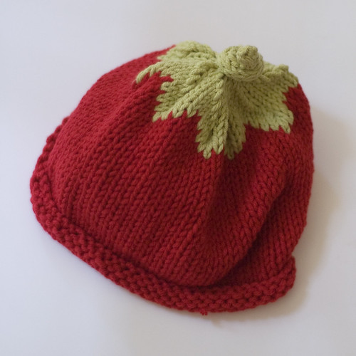 tomato baby hat (by bookgrl)