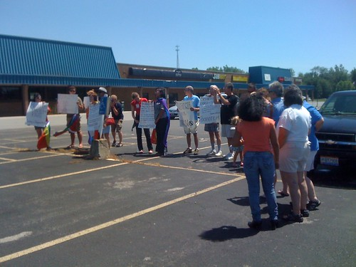 NOMTourTracker.com: Equality supporters outnumber NOM at counter-protest in Lima, Ohio, parking lot