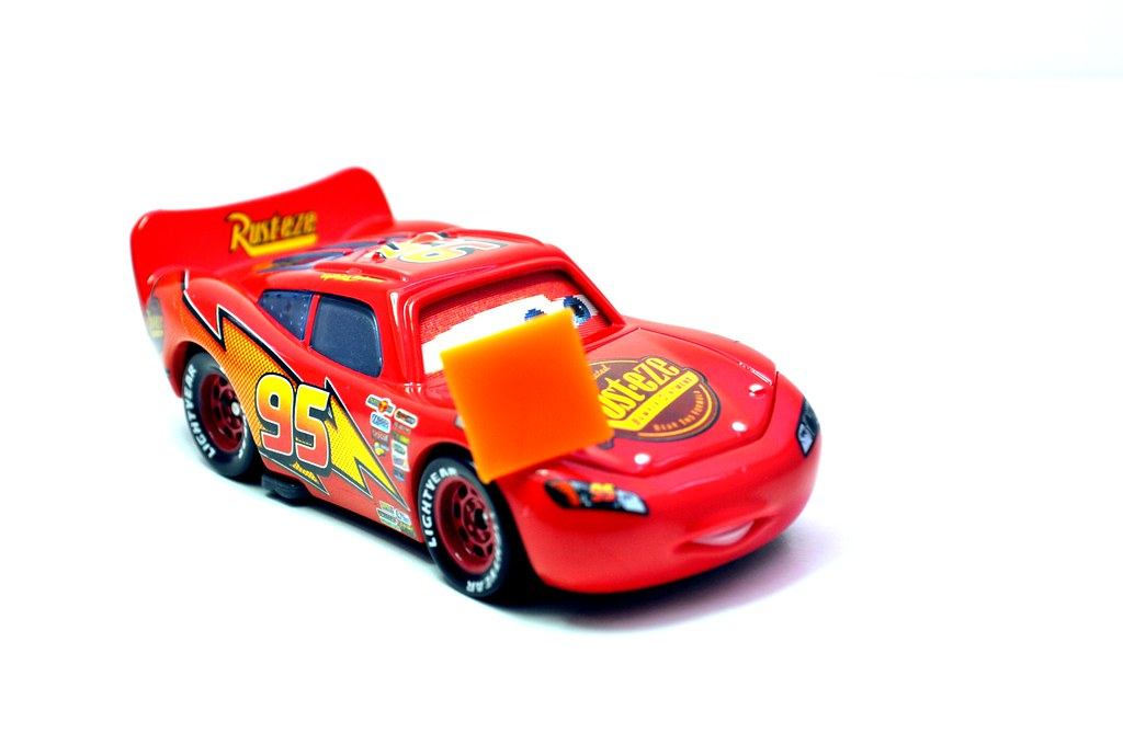 disney CARS Lenticular Lightning MCqueen with cone (2)