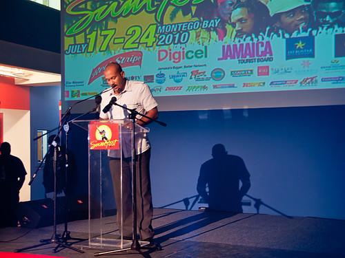 Usher, toma el escenario central en el Festival Anual Reggae Sumfest de Jamaica