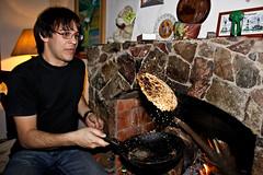 Mbeju en la chimenea (Reptarus) Tags: fire cuisine cocina agosto lugares gastronomia asuncion fuego feu gastronomie 2010 chimenea mbeju