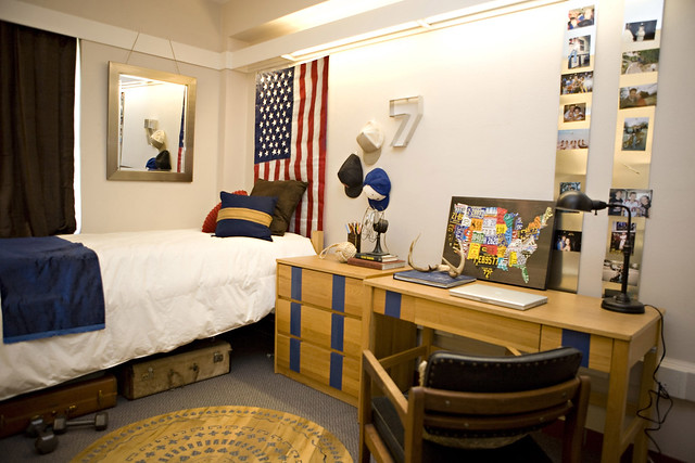 College Dorm Room/Apartment Inspiration and Organization ... on Small Room Decor Ideas For Guys  id=92181
