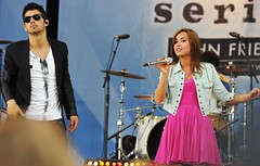 JONAS BROTHERS & DEMI LOVATO in Concert   /  G...