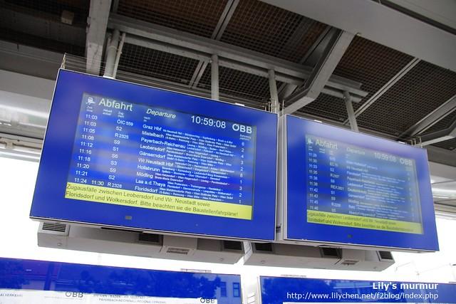 S-Bahn月台上的時刻表。