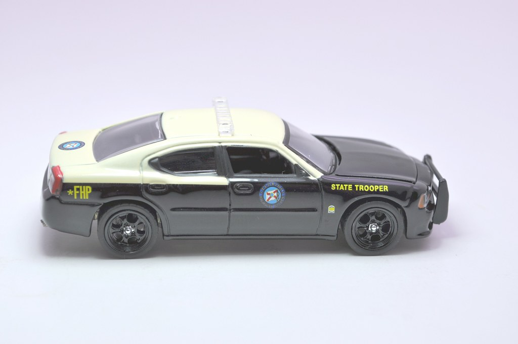 greenlight hot pursuit florida state trooper 2008 dodge charger (3)