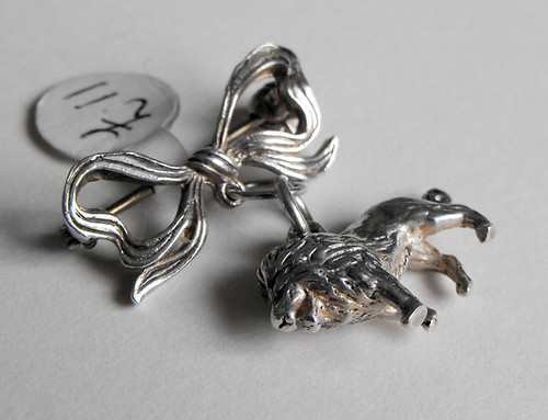 silver lion bow brooch