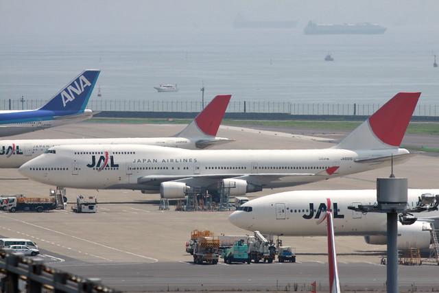JAL B747-400(JA8910)