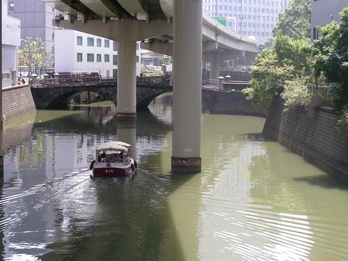 river cruise through tokyo
