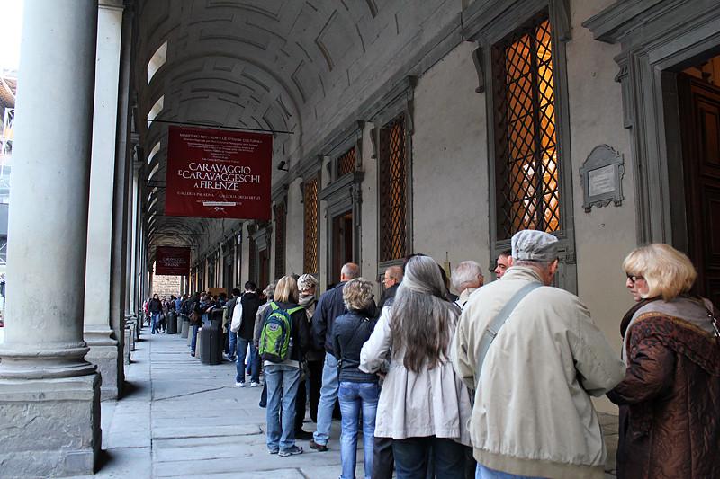 Peple queuing for tickets in front of Galleria degli Uffizi