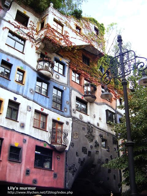 百水公寓的外觀,很特別又很色彩繽紛!