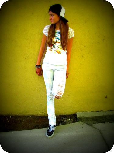 SHE IS A SKATER GIRL...