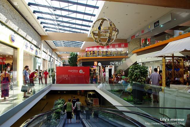 大賣場內觀,腹地很大喔,逛起來很舒服,其實應該叫做購物中心比較恰當。