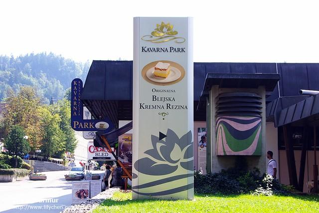 Kavarna Park餐廳,招牌上有著Kremna Rezina蛋糕的才是創始店喔!