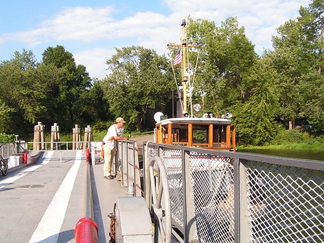 The Cumberland pushes the Glastonbury - Rocky Hill ferry