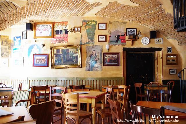 La Petit Cafe的內觀,很有味道,我跟尼都喜歡這家咖啡館。