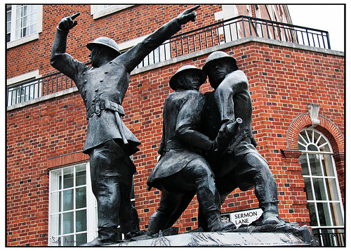 Monument, homage to the firemen who died in the London Blitz