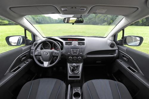 Mazda5_Interior_01