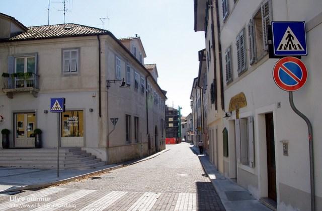 Gorica街道一隅,街上的人真的很少。人都到哪裡去了呢?