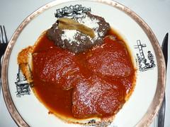 Schweinemedaillons in pikanter Tomatensauce mit Bohnenpaste