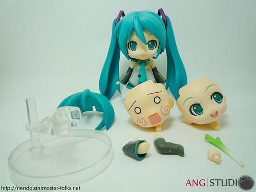 Nendoroid Hatsune Miku's optional body parts and accessories