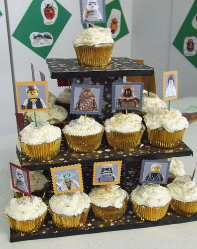 SW cupcakes + stand