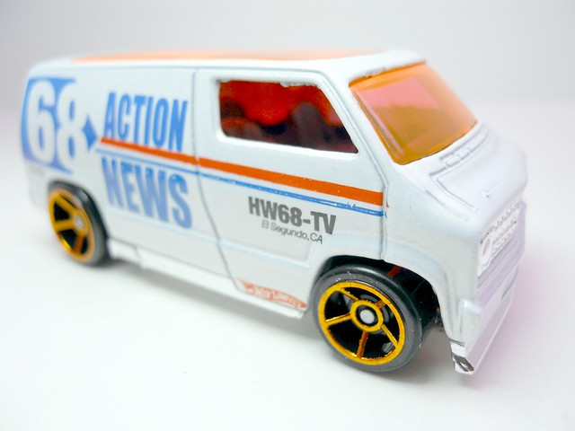 hws custom '77 dodge van wht (2)
