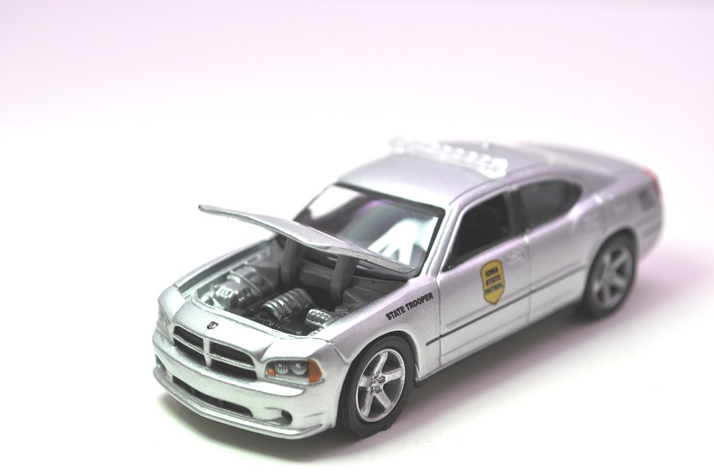 greenlight hot pursuit iowa state trooper 2008 dodge charger (4)