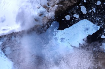 Ice Island Calves off Petermann Glacier - Photo : NASA Goddard