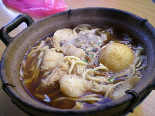 Happy Hours' claypot noodles 1