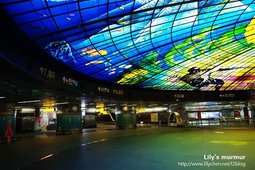 美麗島站站內一隅,是否很大很壯觀呢?^^