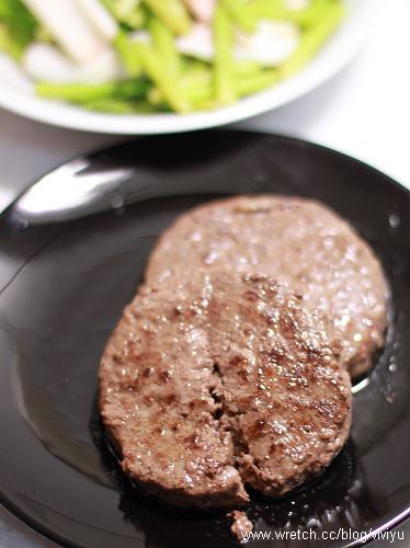 [試吃]海鮮市集.和牛調味漢堡排&安格斯無骨牛小排 @VIVIYU小世界