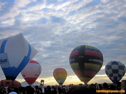 inflating the hot air balloons sunrise