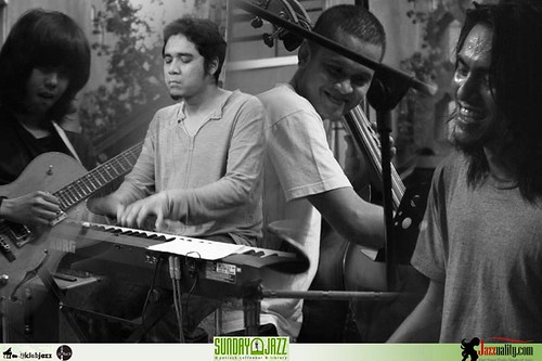 Sunday-Jazz-Potluck-Sandy-Winarta Quartet (14)