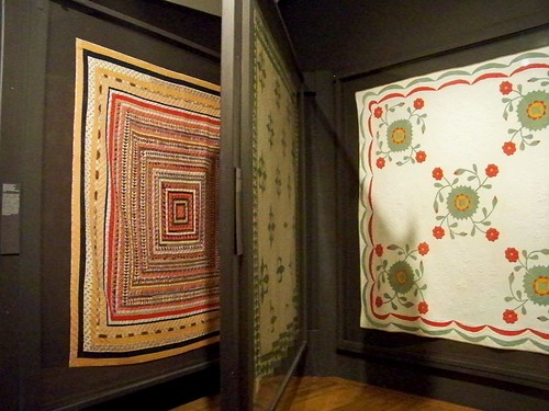antique quilt display, shelburne museum