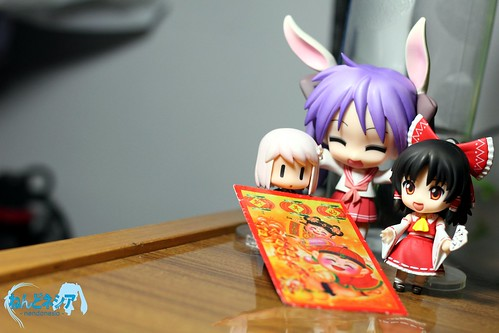 Kagami, Harumi, and Reimu wishes you a prosperous Chinese New Year!