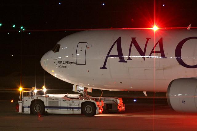 ANA B767-300ER/F(JA8323)