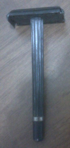 Traditional single-bladed razor