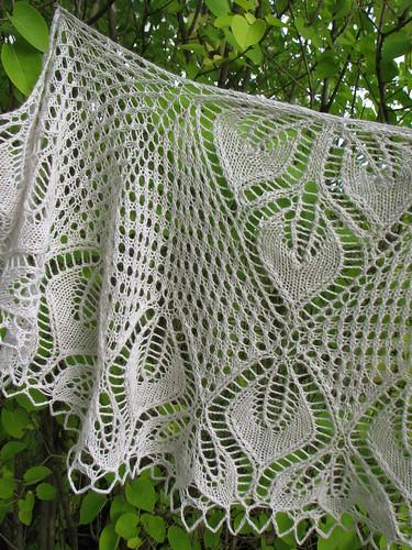 2010.09.20. 22-leaves shawlette, finished 031