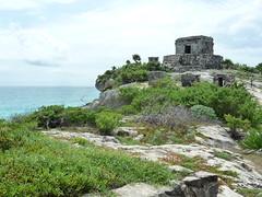Maya Ruinen ueber den Klippen, Tulum