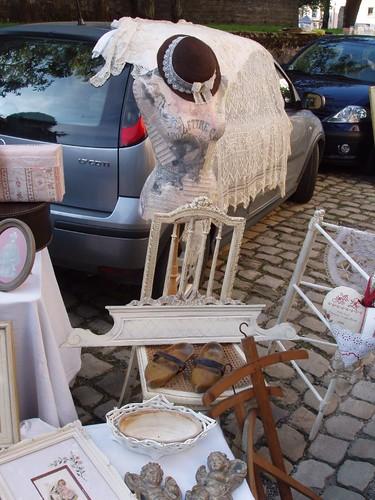 201009050028_Arlon-fleamarket-stall